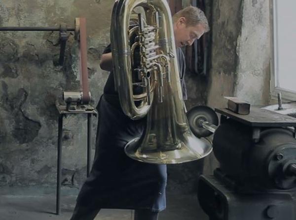 fabrication d'intrument par Music Town Markneukirchen